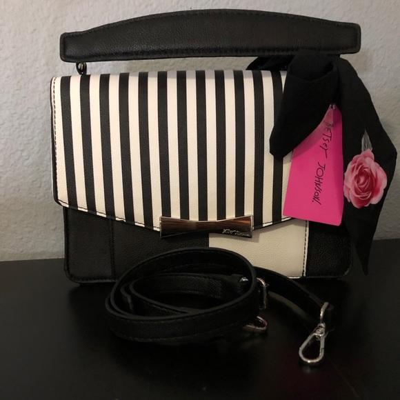 Betsey Johnson Handbags - Betsey Johnson crossbody